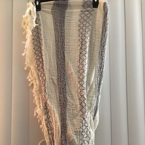 Accessories - GORGEOUS grey and white infinity scarf